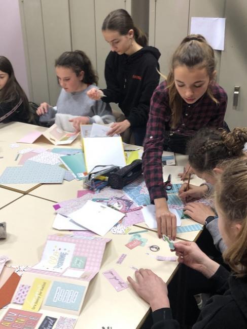 Visuel : Un atelier scrapbooking au collège