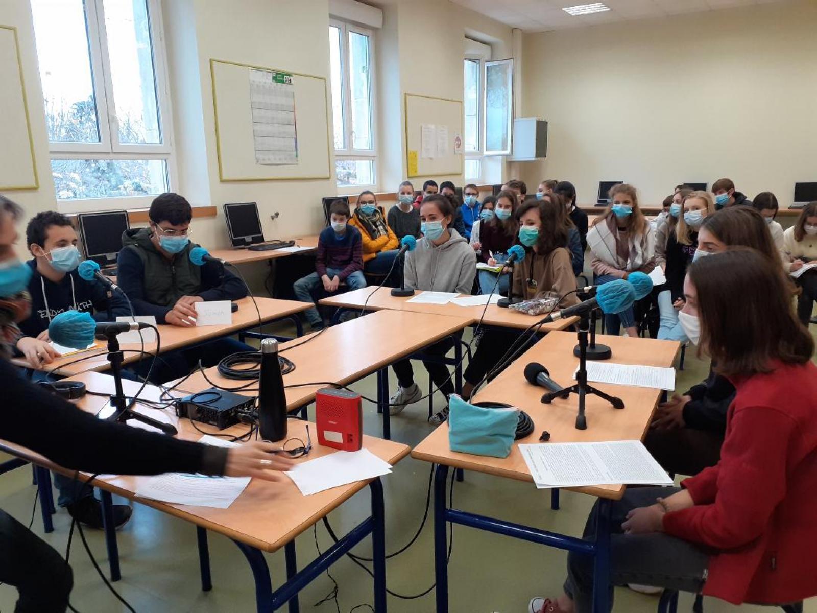 Visuel : La classe de 3°3 à la radio avec RCF