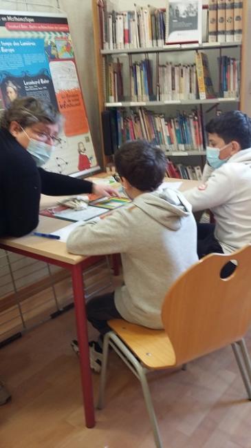 Visuel : « Voyage en mathématique » au CDI