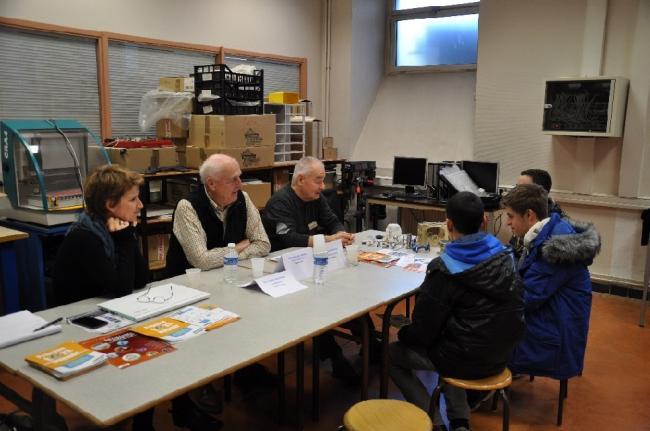 Visuel : Des professionnels  à l'écoute des élèves